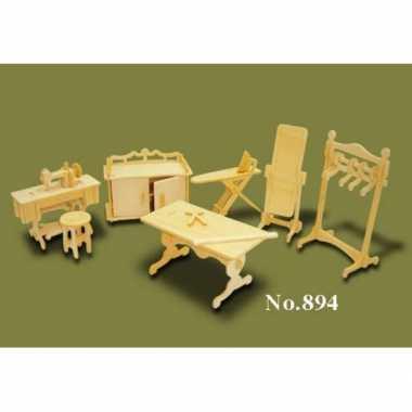 Houten kledingatelier meubels poppenhuis for Meubels poppenhuis